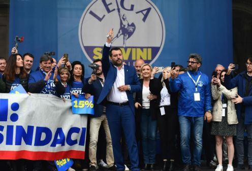 Salvini: dalle fonti pagane del Po al Rosario. Alla ricerca di una credibilità improbabile
